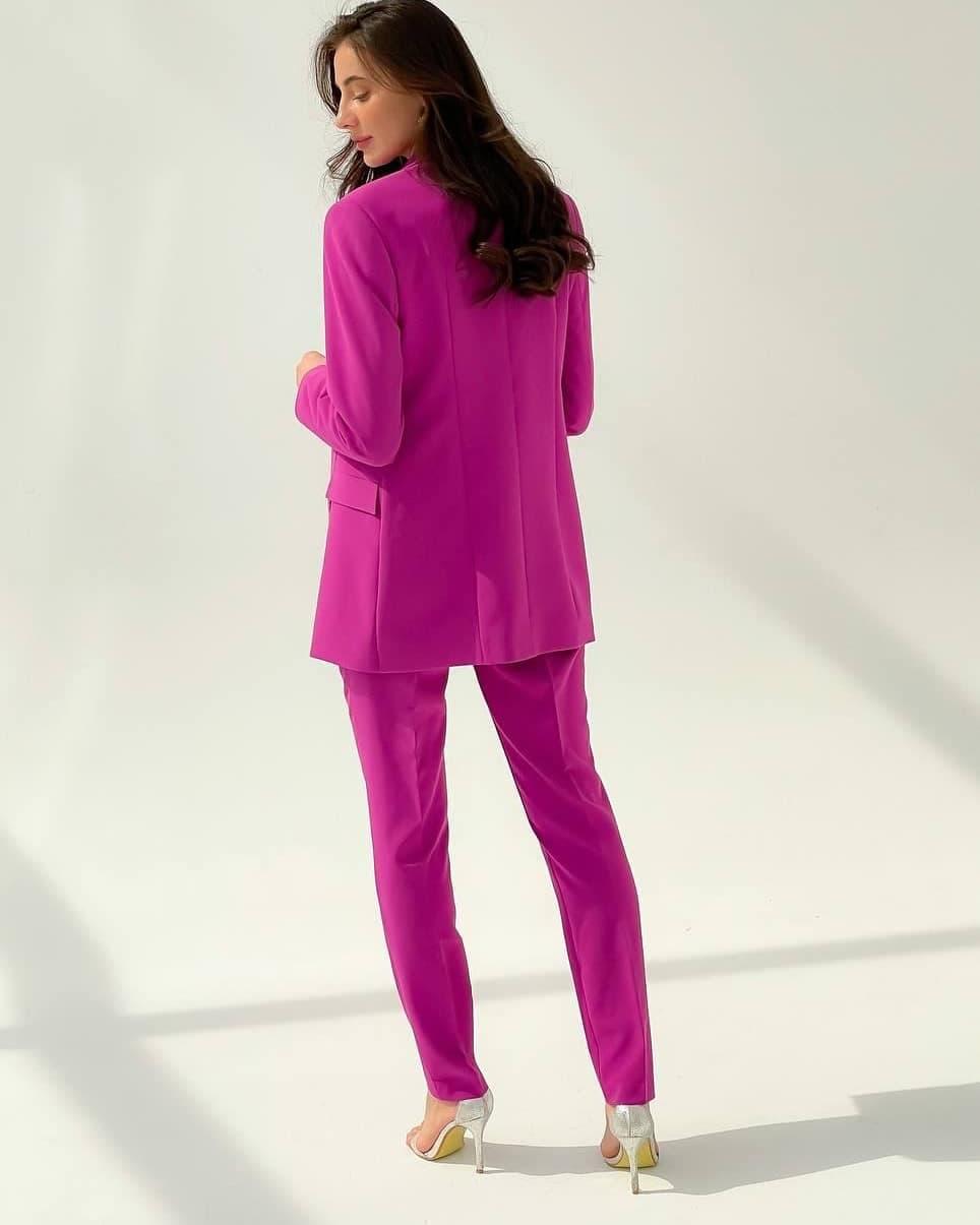 фиолетовый брючный женский костюм